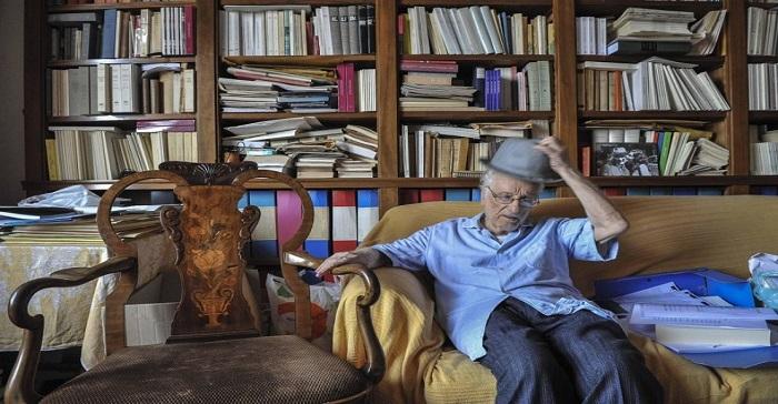 Gerardo Marotta nel suo ufficio