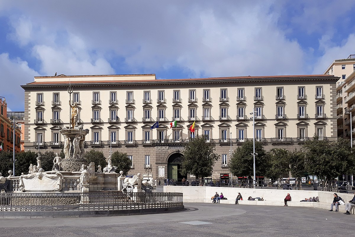 Fontana del Nettuno Piazza Municipio Naples 05 bis