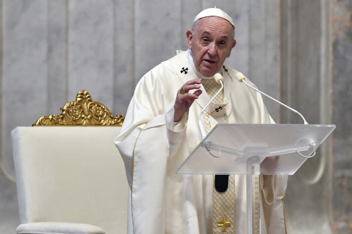 Papa Francesco celebra la messa del giovedì santo a San Pietro foto LaPresse 720x0 c default