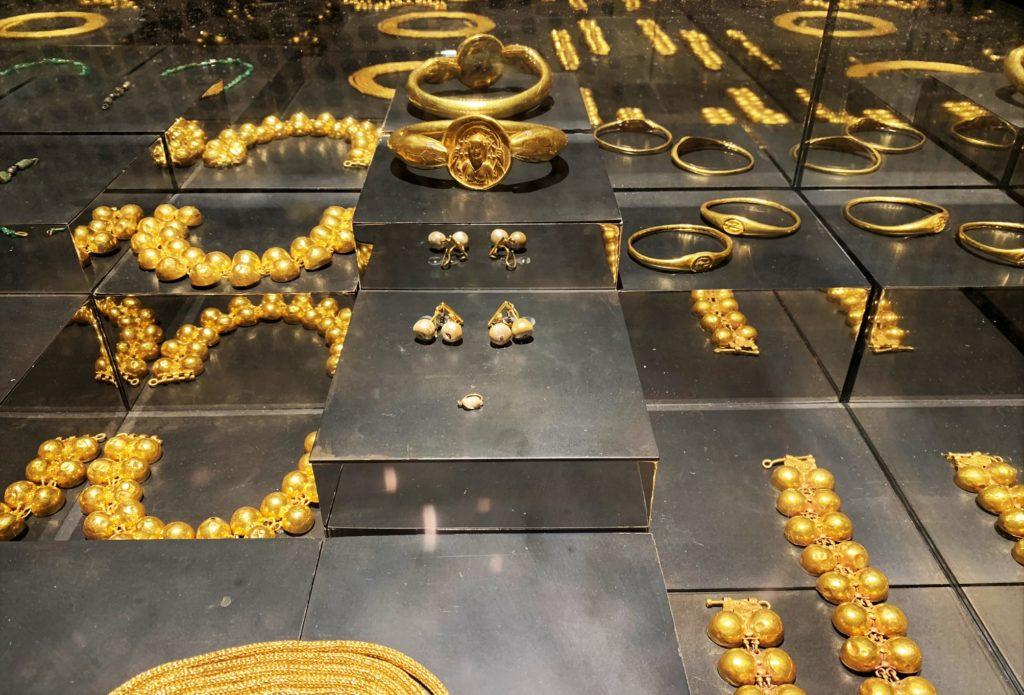 Vanity storie di gioielli dalle Cicladi a Pompei