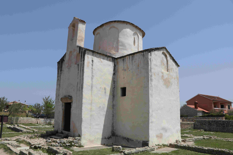 la cattedrale più piccola del mondo di Nin